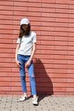 Bella ragazza teenager con capelli marroni lunghi Immagini Stock
