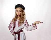 Bella ragazza ucraina in costume Fotografia Stock Libera da Diritti