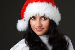 Bella ragazza in un cappello del Babbo Natale Immagini Stock