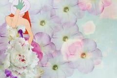 Bella ragazza in un vestito dal fiore Fotografia Stock Libera da Diritti