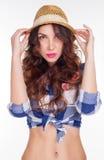 Bella ragazza in una camicia ed in un cappello Fotografia Stock