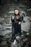 Bella ragazza in una fabbrica abbandonata Immagine Stock Libera da Diritti