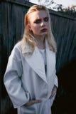 Bella ragazza in vestito bianco Fotografie Stock