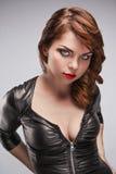 Bella ragazza in vestito nero con trucco luminoso Immagini Stock Libere da Diritti