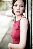 Bella ragazza in vestito rosso Fotografie Stock Libere da Diritti
