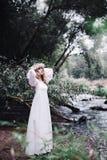 Bella ragazza vicino al fiume Fotografia Stock