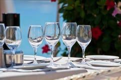 Bella regolazione della tavola in un ristorante della spiaggia Immagini Stock
