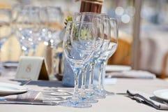 Bella regolazione della tavola in un ristorante della spiaggia Fotografia Stock Libera da Diritti