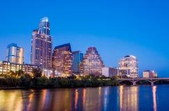 Bella riflessione dell'orizzonte di Austin a penombra immagine stock