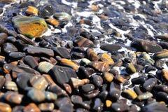 Bella roccia naturale del nero del modello sull'isola della roccia in Andam Fotografie Stock Libere da Diritti