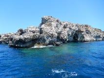 Bella roccia nel mare Fotografie Stock Libere da Diritti
