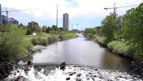 Bella scena del fiume south platte di Denver stock footage
