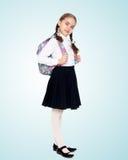 Bella scolara con uno zaino dietro le sue spalle Fotografia Stock Libera da Diritti