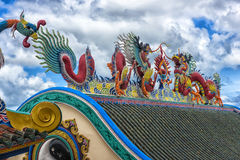 Bella scultura cinese dei draghi al tempio cinese di Anek Kusala Sala Viharn Sien a Pattaya, Fotografia Stock