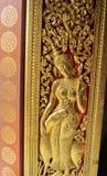 Bella scultura dorata sulla porta fotografia stock libera da diritti