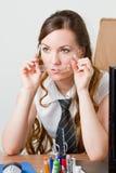Bella segretaria in un ambiente dell'ufficio. Fotografia Stock Libera da Diritti