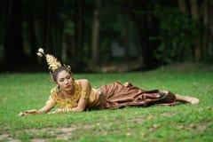 Bella signora tailandese in vestito tradizionale tailandese da dramma Immagini Stock Libere da Diritti
