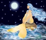 Bella sirena dorata e luce della luna Fotografie Stock Libere da Diritti