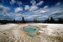 Bella sorgente calda blu-chiaro del Yellowstone immagine stock