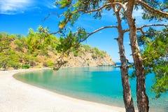 """Bella spiaggia """"baia di Paradise """"vicino a Kemer, Turchia fotografia stock libera da diritti"""