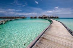Bella spiaggia con i bungalow dell'acqua Immagine Stock Libera da Diritti