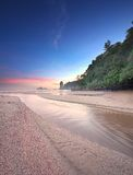 Bella spiaggia con il cielo variopinto, Tailandia Immagine Stock Libera da Diritti