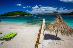 Bella spiaggia del Mar Ionio, Ksamil, Albania fotografia stock