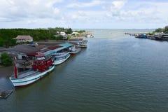 Bella spiaggia del rayong di prasae del nam di Pak Vista naturale della foresta della mangrovia nella baia Tailandia di Rayong Pr immagini stock libere da diritti