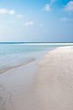 Bella spiaggia dell'isola sulle Maldive Fotografia Stock Libera da Diritti