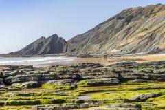 Bella spiaggia di Amoreira accanto a Aljezur, Algarve, Portogallo immagine stock