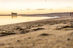 Bella spiaggia in Fuseta da Ria Formosa, Algarve, Portogallo Fotografia Stock