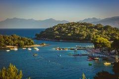 Bella spiaggia per una festa in Albania Mare ionico fotografia stock libera da diritti