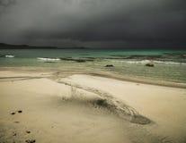 Bella spiaggia Skagsanden in Flakstad, isole di Lofoten in Norvegia nell'ora legale immagine stock