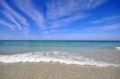 Bella spiaggia sotto il sole Fotografie Stock