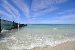 Bella spiaggia sotto il sole Immagini Stock
