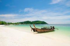 Bella spiaggia su KOH Lipe, mare di Andaman, Tailandia immagine stock libera da diritti