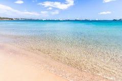 Bella spiaggia sull'isola di Sardegna, Italia immagine stock