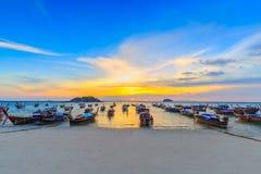 Bella spiaggia tropicale alla spiaggia di alba, isola di Koh Lipe, Satun, Tailandia fotografia stock libera da diritti
