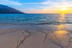 Bella spiaggia tropicale alla spiaggia di alba, isola di Koh Lipe, Satun, Tailandia immagini stock libere da diritti