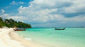 Bella spiaggia tropicale e mare tropicale in Tailandia Phi Phi Immagine Stock Libera da Diritti