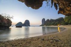 Bella spiaggia tropicale in Tailandia Immagini Stock