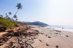 Bella spiaggia tropicale in Vagator, Goa, India immagine stock