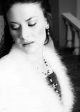 Bella sposa in cappotto Immagini Stock Libere da Diritti