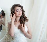 Bella sposa castana con trucco Fotografia Stock Libera da Diritti