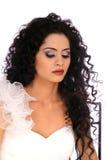 Bella sposa del Brunette con capelli ricci lunghi Fotografia Stock