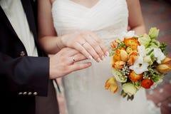 Bella sposa del mazzo di nozze immagini stock