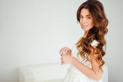 Bella sposa L'acconciatura di nozze e compone Fotografia Stock Libera da Diritti