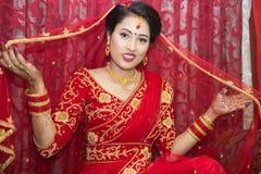 Bella sposa nepalese a cerimonia di nozze fotografia stock