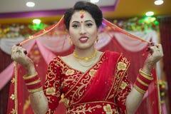 Bella sposa nepalese a cerimonia di nozze fotografia stock libera da diritti