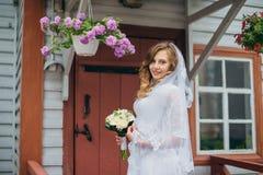 Bella sposa in vestito bianco Fotografie Stock